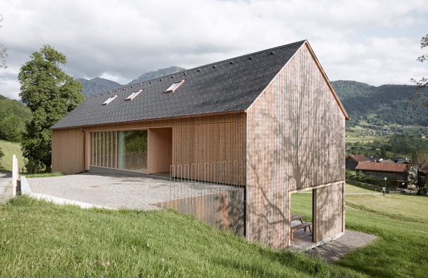 House-for-Julia-and-Bjorn-by-ideasgn-Architekten-Innauer-Matt-3-600x389