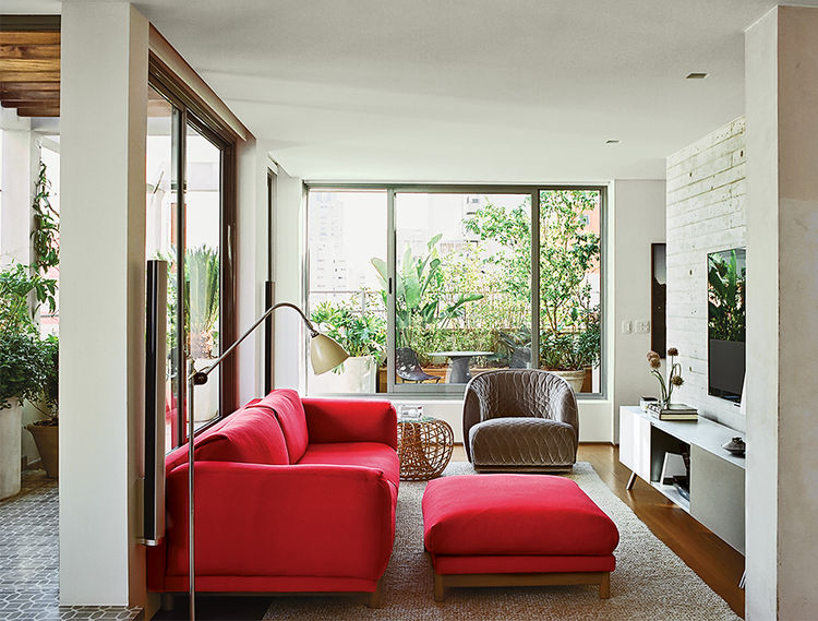 PA9-jardins-party-living-room-red-muuto-sofa