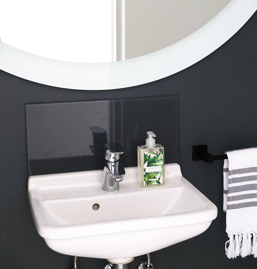 Apartment De Wet Guest Petite Basin - Bespoke Bathrooms