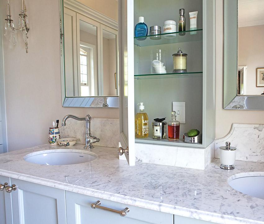 House De Grendal main en suite vanity - Bespoke Bathrooms