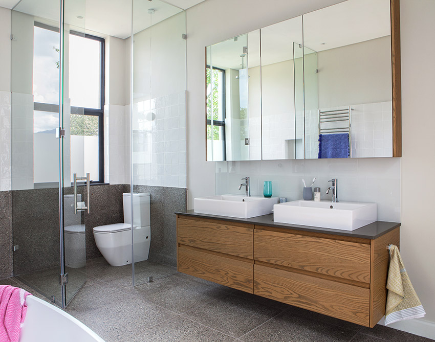 House De Villiers main en suite vanity - Bespoke Bathrooms