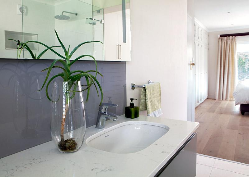 House Galloway main en suite vanity - Bespoke Bathrooms