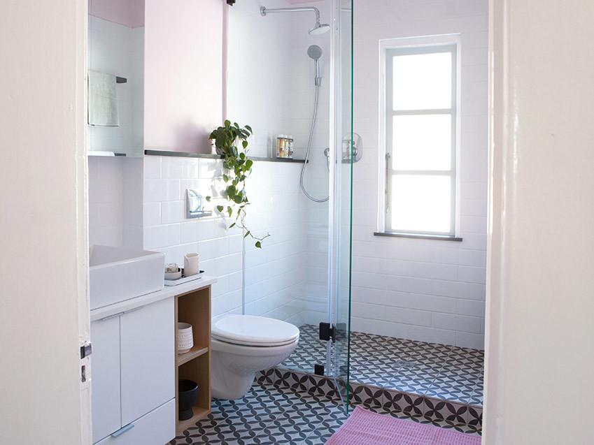 Apartment Karamanof shower - Bespoke Bathrooms