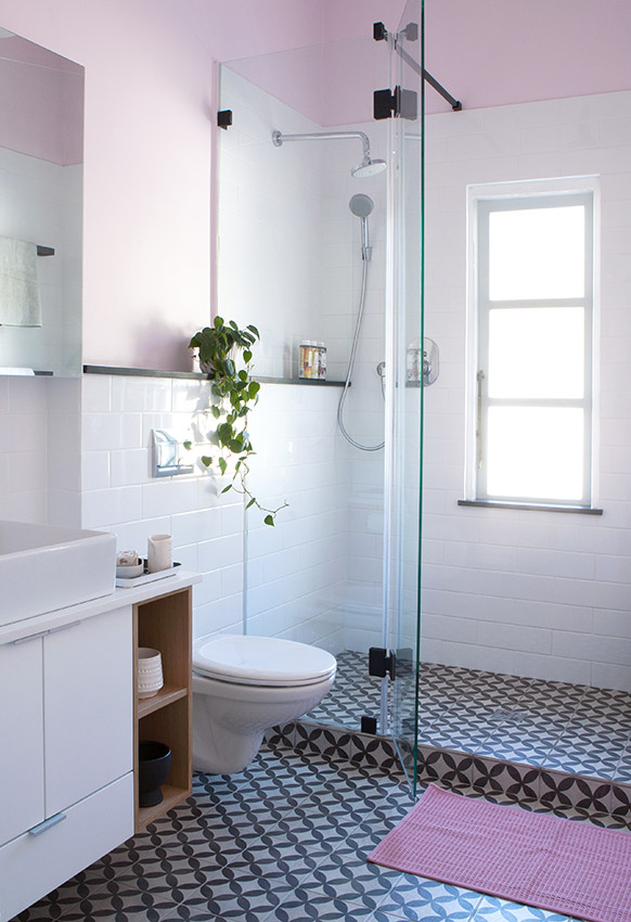 Apartment Karamanof shower - Bespoke Bathrooms